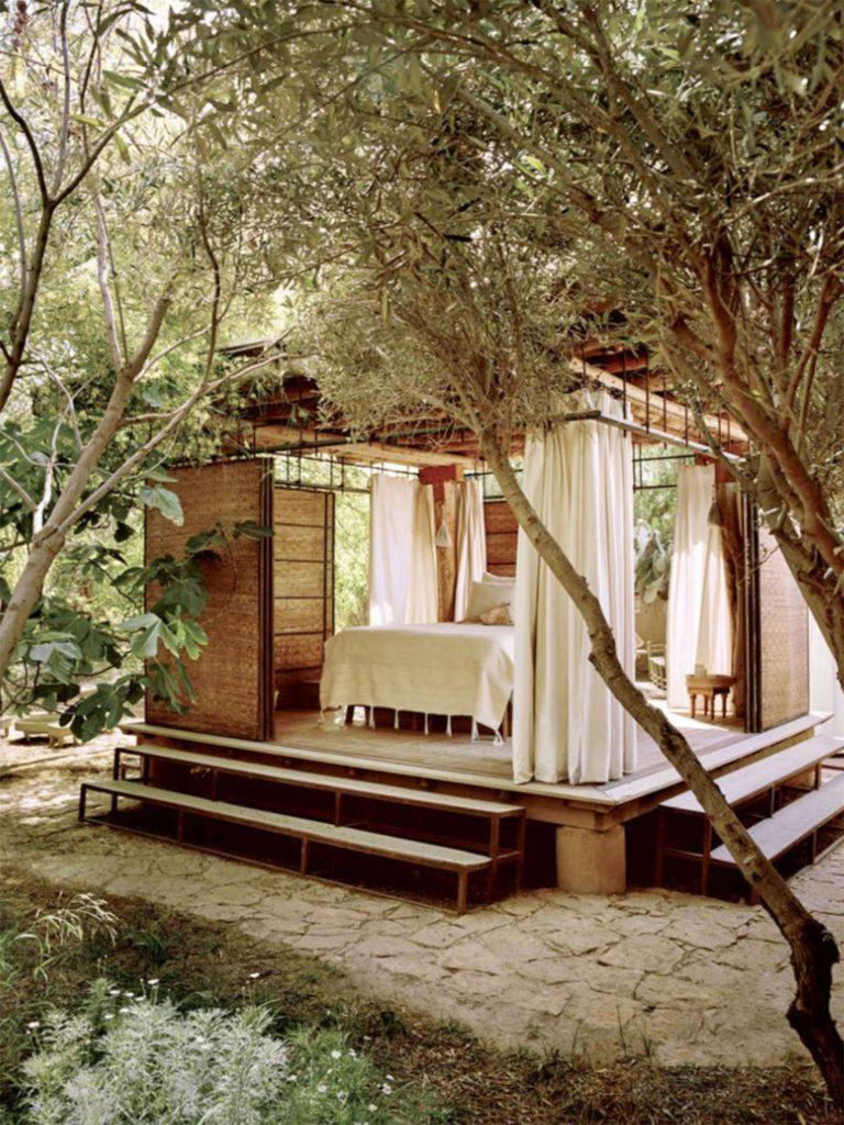 """DarZahiaJardin. Un pavillon du jardin. Photo © Matthieu Salvaing pour le magazine """"Vacance"""" de Voyageurs du Monde."""